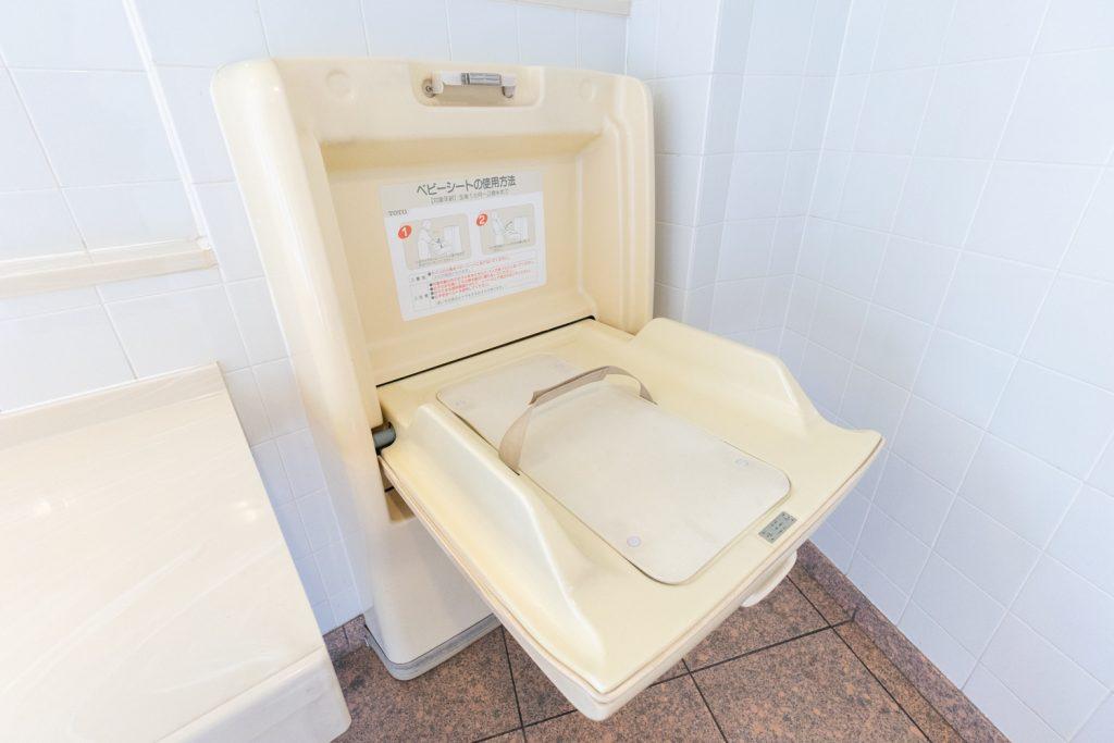 枚方市駅直結のサンプラザ3号館には「オムツ交換台(ベビーシート)」と個室の授乳室がある