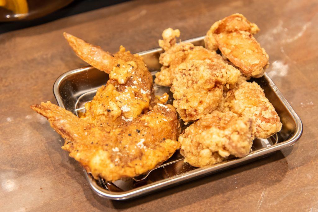 枚方初のから揚げバル「300えんバル NASUBI」のおすすめは「幻の鶏モモから揚げ」と「手羽先(コク旨いダレ)」