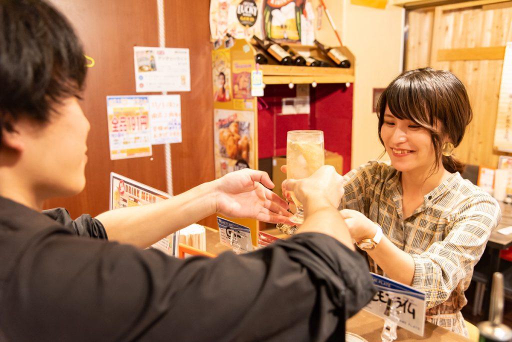 枚方市駅直結の商業施設サンプラザ3号館にある居酒屋!枚方初のから揚げバル「300えんバル NASUBI」