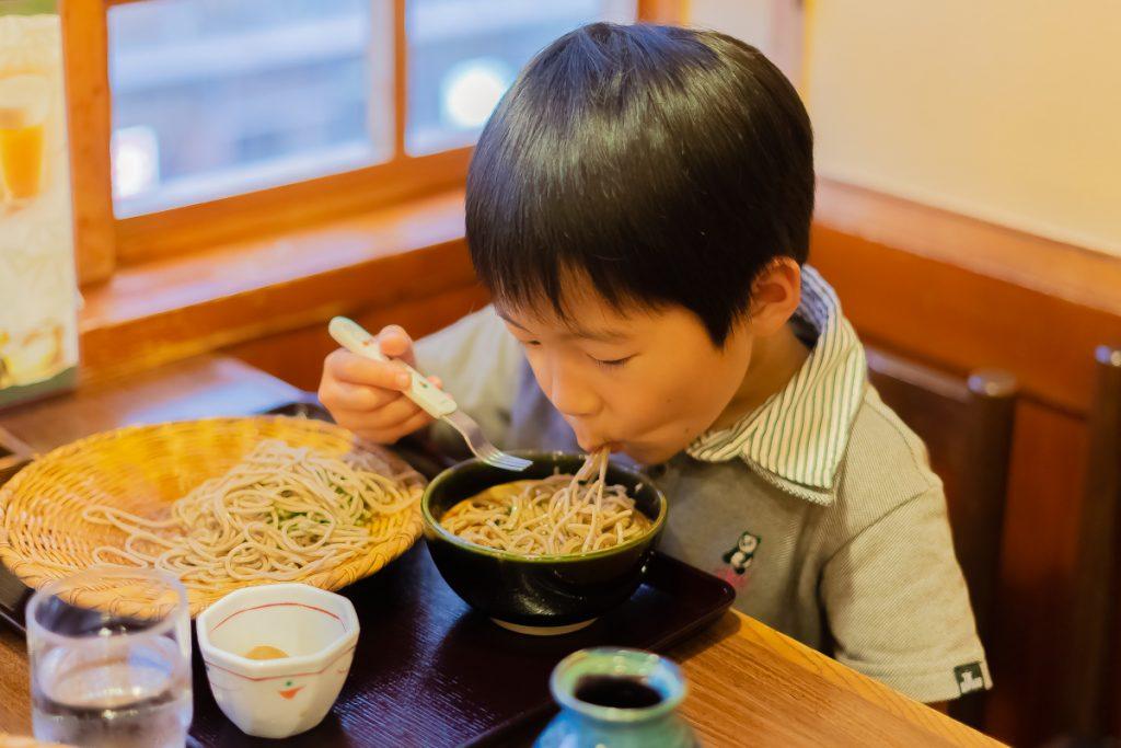 枚方市駅直結のサンプラザ3号館の子連れランチにおすすめなお店信州そば処 そじ坊のお蕎麦は子どもに人気!